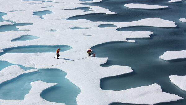 Таяние льда в Арктике. Архивное фото
