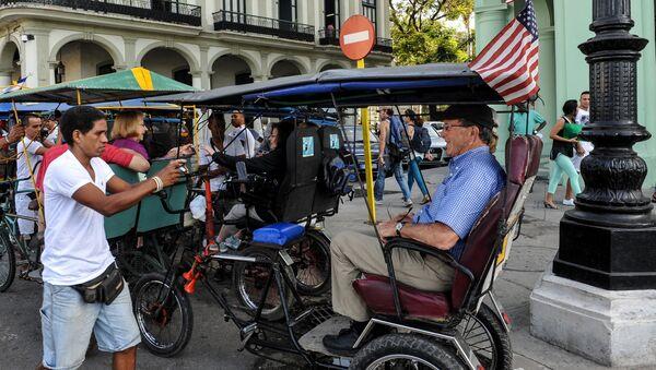 Американские туристы на улице Гаваны, Куба