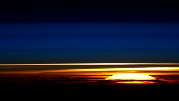 Рассвет снятый с Международной космической станции. Архивное фото
