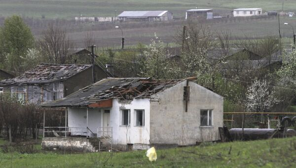 Дом, разрушенный во время обстрела в непризнанной Нагорно-Карабахской республике
