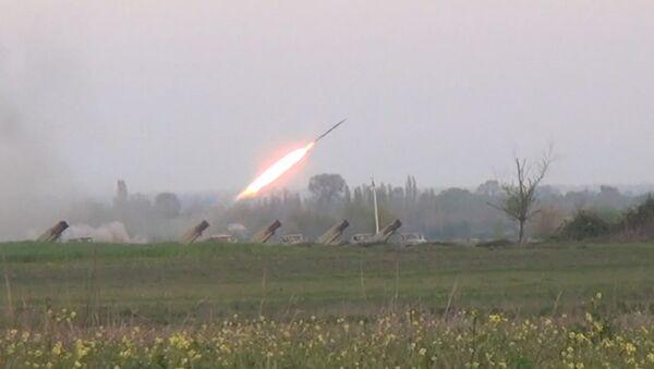 Ракетные установки Азербайджана ударили по Нагорному Карабаху. Кадры обстрела. Архивное фото