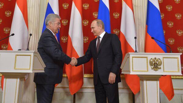 Президент Австрии Хайнц Фишер и президент России Владимир Путин . Архивное фото