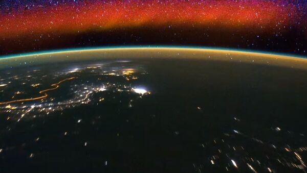 Как светится небо: вид из космоса
