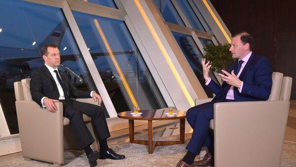 Премьер-министр РФ Д. Медведев дал интервью ведущему программы Вести в субботу С. Брилеву