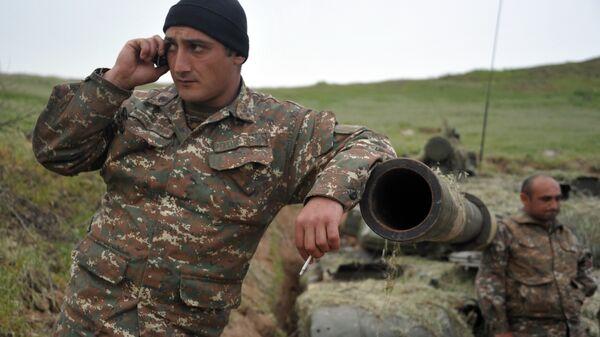 Военнослужащий армии обороны Нагорного Карабаха на первой линии обороны