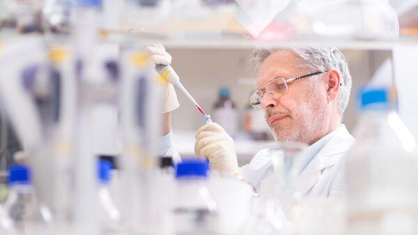 Ученый в лаборатории