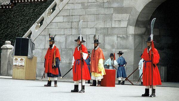 У королевского дворца в Сеуле