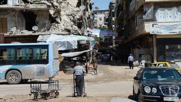 Местные жители в Алеппо. Архивное фото