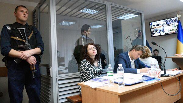 Адвокат Е. Ерофеева Оксана Соколовская (в центре). Архивное фото