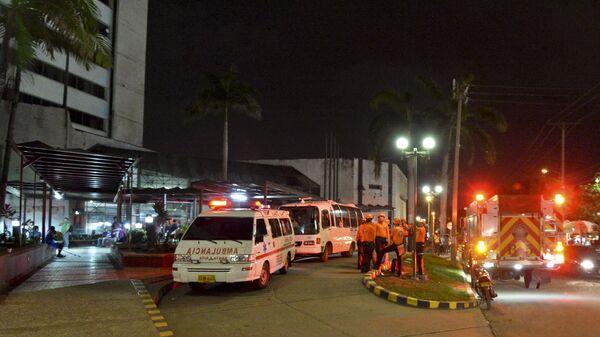 Автомобили скорой помощи и полицейские, Колумбия. Архивное фото