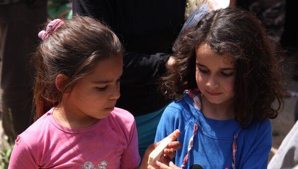 Раздача российской гуманитарной помощи в сирийской провинции Хама. Город Сальхаб. Архивное фото