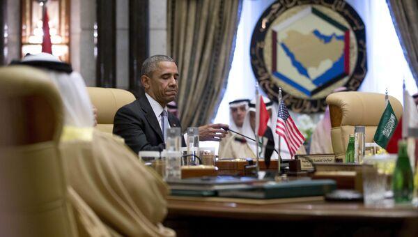Президент США Барак Обама выступает на саммите Совета сотрудничества стран Залива в Эр-Рияд
