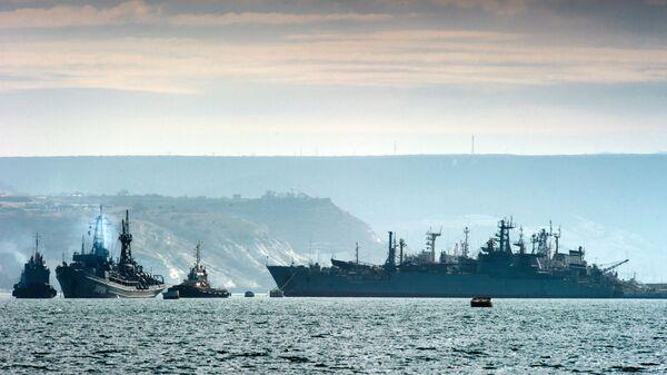 Корабли Черноморского флота России в бухте Севастополя. Архивное фото