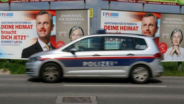 Агитационные плакаты перед выборами президента Австрии на улице Вены. Архивное фото