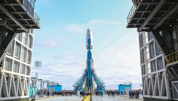 Ракета-носитель Союз-2.1а с космическими аппаратами Ломоносов, Аист-2Д и SamSat-218 установлена на стартовую площадку космодрома Восточный. Архивное фото