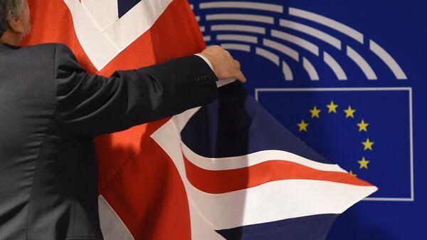 Флаг Великобритании в здании Европарламента в Брюсселе. Архивное фото