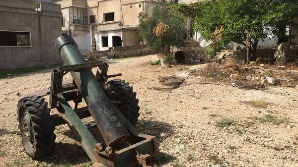 Брошенный террористами самодельный миномет в деревне Саф-Сафа (провинция Хама), освобожденной сирийской армией от боевиков Фронта ан-Нусра. Архивное фото