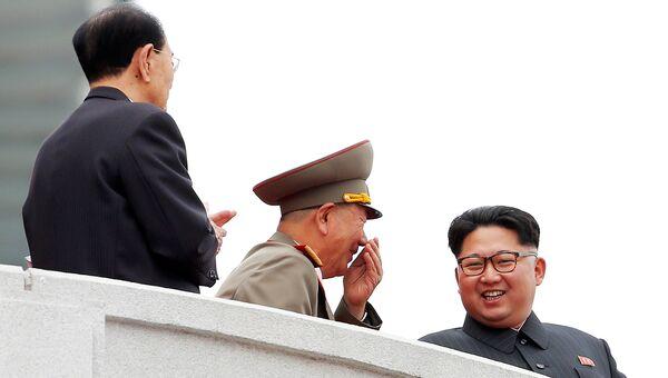 Cеверокорейский политический лидер Ким Чен Ын во время парада на главной площади в Пхеньяне, Северная Корея