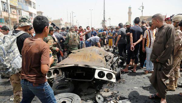 На месте взрыва на востоке Багдада, Ирак. 11 мая 2016