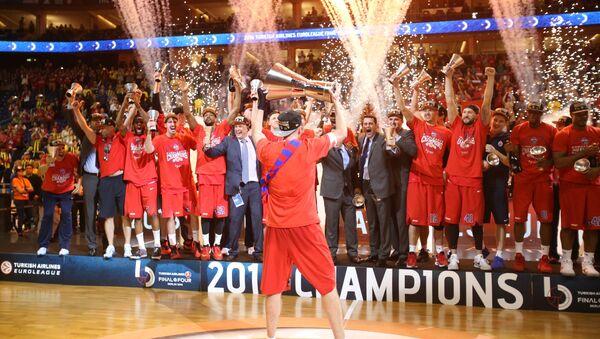Игроки ПБК ЦСКА радуются победе в Финале четырех баскетбольной Евролиги между ЦСКА (Москва, Россия) и Фенербахче (Стамбул, Турция)