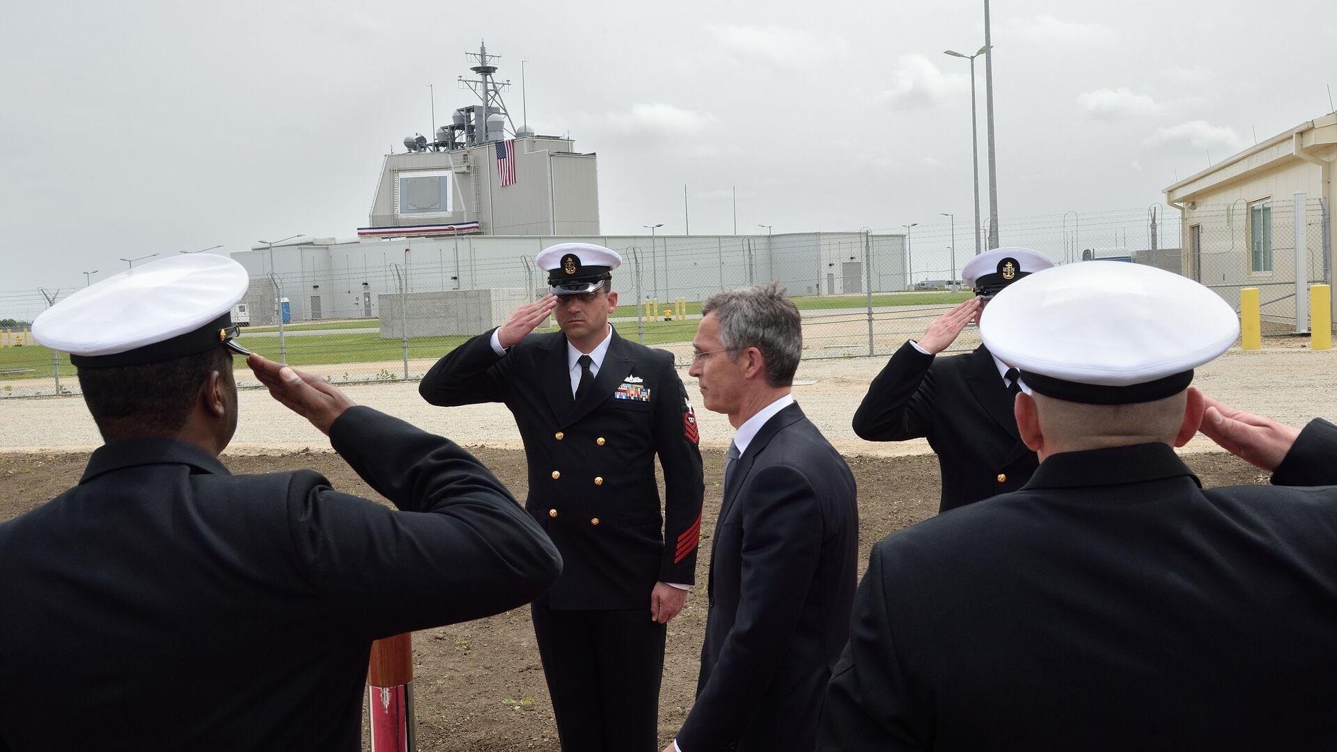 Генеральный секретарь НАТО Йенс Столтенберг на открытии наземной стационарной части американского комплекса Aegis Ashore в Румынии. Май 2016 - РИА Новости, 1920, 22.06.2021