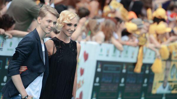 Певица Кристина Орбакайте и ее сын Дени Байсаров перед церемонией награждения Муз-ТВ-2014. Эволюция
