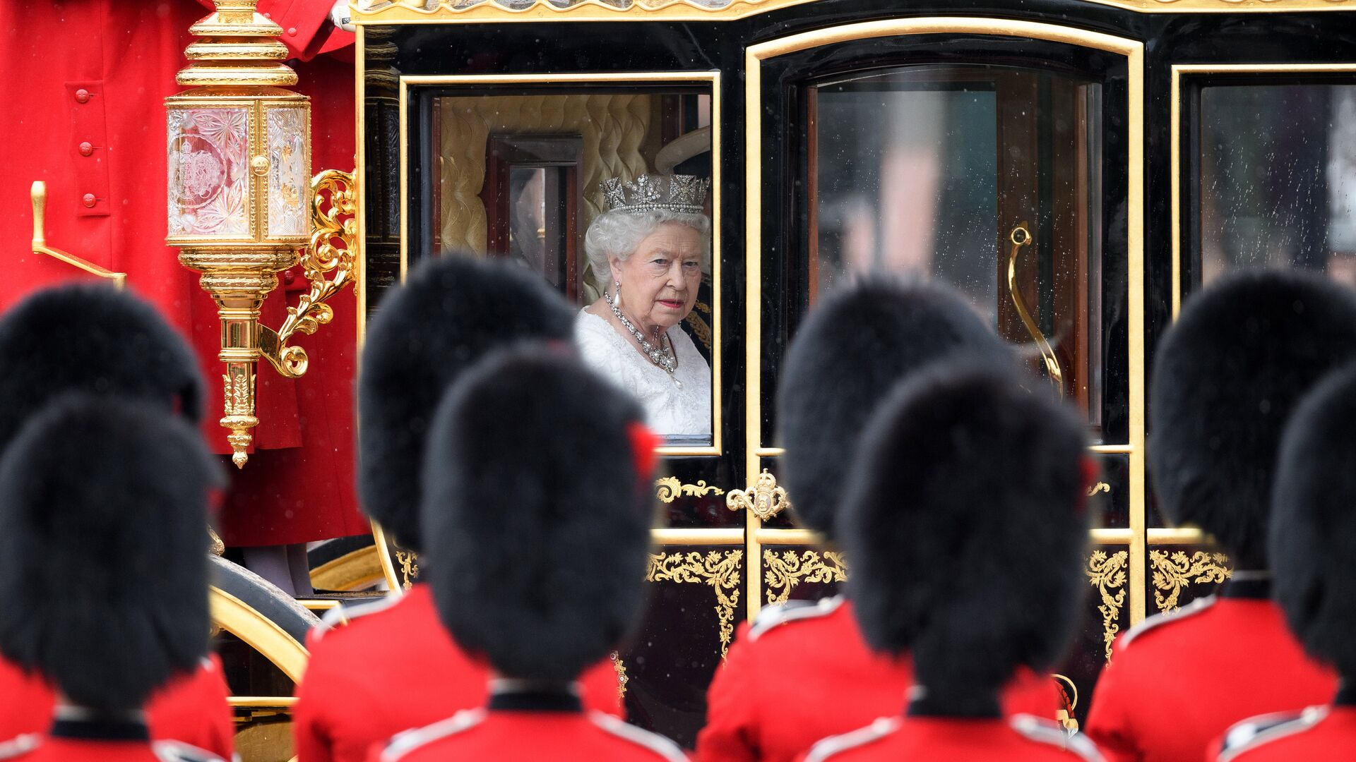 Королева Великобритании Елизавета II перед выступлением в Палате лордов британского парламента - РИА Новости, 1920, 07.08.2021