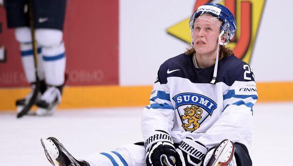 Игрок сборной Финляндии Патрик Лайне после поражения в финальном матче ЧМ по хоккею между сборными командами Финляндии и Канады