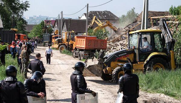 Снос незаконно установленных построек в поселке Плеханово в Тульской области. 30 мая 2016