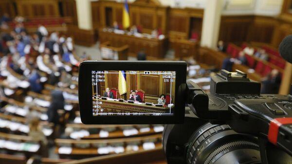 Журналист с камерой в Верховной раде Украины