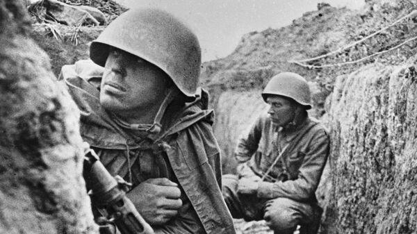 Советские воины 115-й дивизии генерал-майора Конькова готовятся к бою на левом берегу Невы