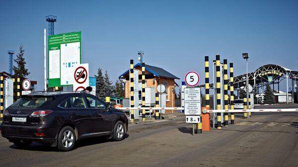 Автомобиль на пропускном пункте Гоптовка