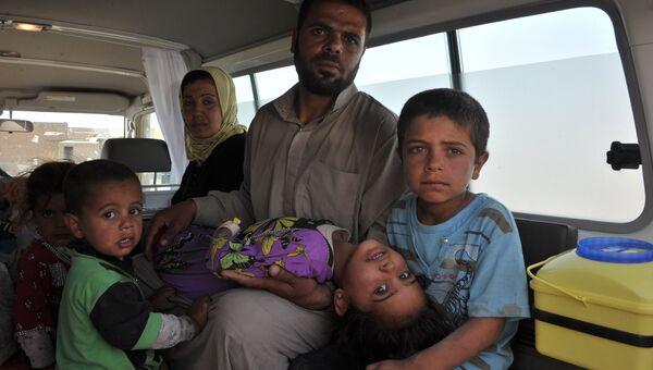 Семья арабов-суннитов, бежавших с территории ИГ, вблизи иракского города Киркук. Архивное фото