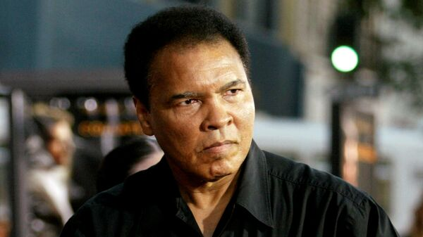 Легендарный боксер Мохаммед Али, скончавшийся в США.