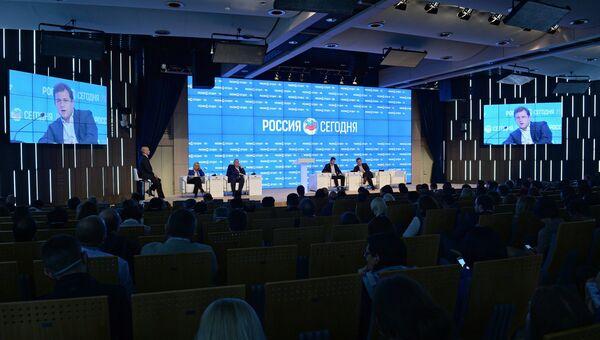 Вторая сессия Новые медиа: гаранты свободы информации в рамках форума Новая эпоха журналистики: прощание с мейнстримомь второй