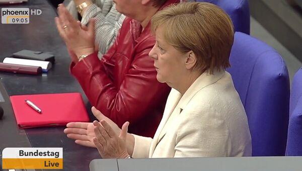 Меркель в бундестаге аплодировала критике в адрес Эрдогана