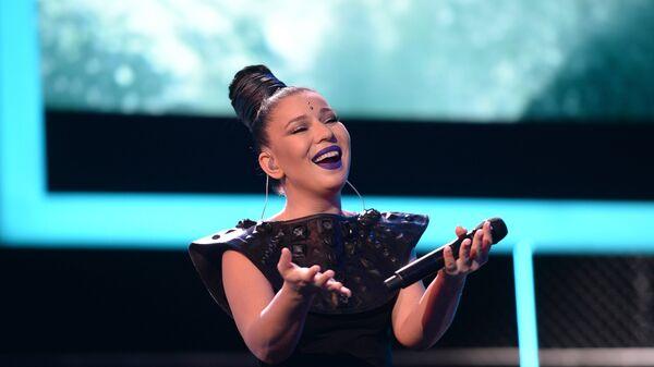 Певица Ёлка (Елизавета Иванцив) выступает на церемонии закрытия 27-го Открытого российского кинофестиваля Кинотавр