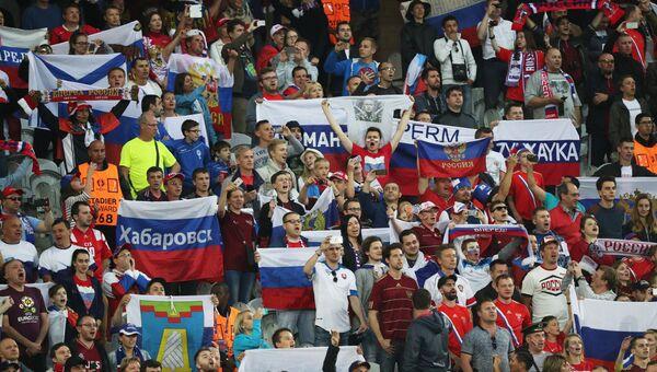 Российские болельщики во время матча группового этапа чемпионата Европы по футболу - 2016 между сборными командами России и Словакии