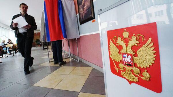 Голосование за кандидатов, выдвигаемых на выборы в Государственную Думу РФ. Архивное фото