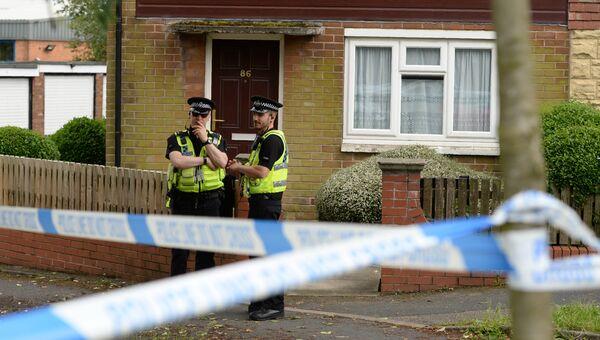 Полицейские у дома подозреваемого в связи с убийством британского депутата Джо Кокс в Бристалле
