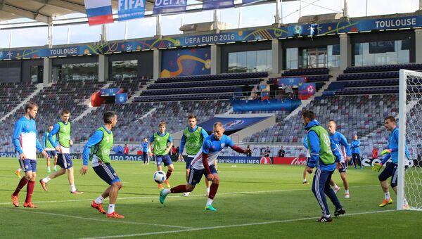 Игроки сборной России по футболу во время тренировки на стадионе Мунисипал в Тулузе перед матчем группового этапа чемпионата Европы по футболу 2016 со сборной Уэльса