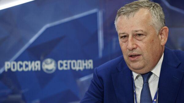 Губернатор Ленинградской области Александр Дрозденко в павильоне МИА Россия сегодня