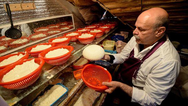 Производство французских сыров на ферме Владимира Борева в Липецкой области