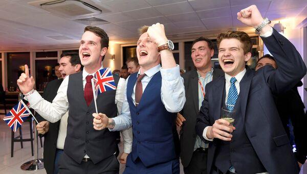 Сторонники Leave.eu реагируют на результаты референдума. Лондон, Великобритания