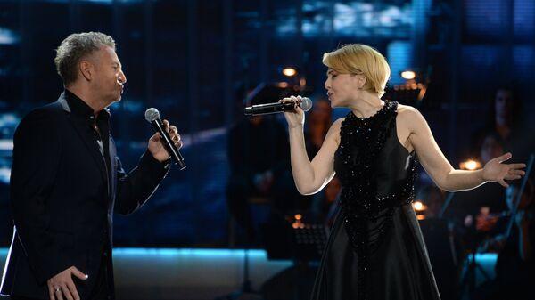 Певцы Леонид Агутин и Анжелика Варум выступают на первой Российской национальной музыкальной премии