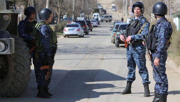 Сотрудники полициив Буйнакске, Дагестан. Архивное фото