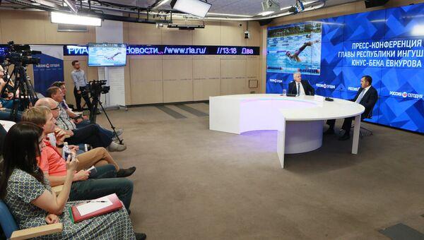 Глава республики Ингушетия Юнус-Бек Евкуров во время пресс-конференции в МИА Россия сегодня