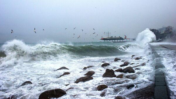 Шторм на море, архивное фото