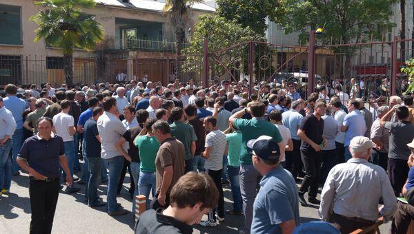 Митинг оппозиции и беспорядки в Сухуме. Архивное фото