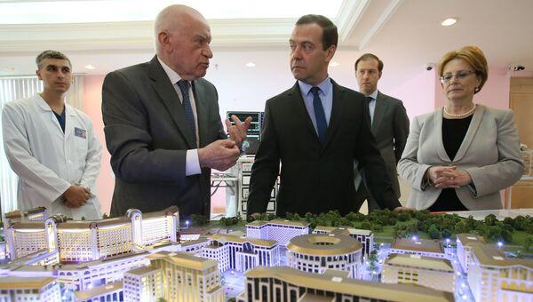 Премьер-министр РФ Д. Медведев посетил Научный центр сердечно-сосудистой хирургии им. А.Н. Бакулева. 8 июля 2016